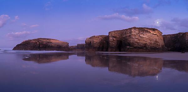 Panorama, Spanien, Nordküste, Galicien, Nationalpark, Kathedralenstrand, Playa de las Catedrales, Naturdenkmal, Abendstimmung, Mondschein