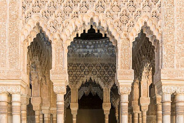 Spain, Granada, Alhambra, Palacios Nazaries, Patio de los Leones, Löwenhof, Arabic epigraphy