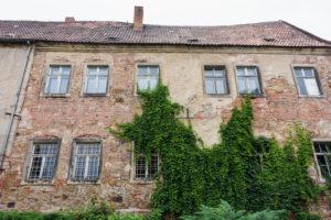 Elbe-Radweg, Sachsen-Anhalt, Burg Klöden, Fassade, alt, bewachsen