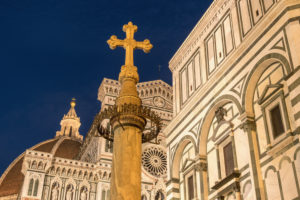 Florence, Piazza San Giovanni, cross, symbol, illuminated