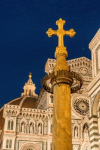 Florenz, Piazza San Giovanni, Kreuz, Symbol, beleuchtet