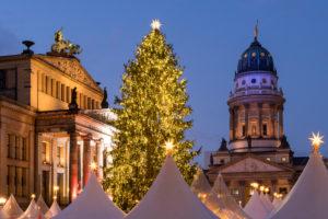 Berlin, Gendarmenmarkt, Weihnachtsmarkt, Französischer Dom, Konzerthaus, Abendstimmung