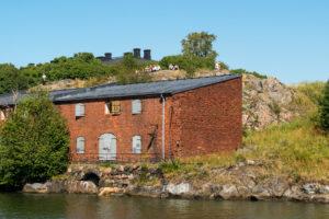 Helsinki, island Suomenlinna, sea fortress, artillery bay (Tykistölahdesta), rocks with visitors