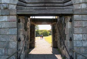 Helsinki, island Suomenlinna, royal gate, Kunikaanportti, drawbridge, chain