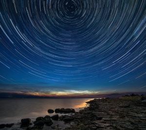 Estland, Ostseeküste, Saaremaa, Nacht, Startrails, Sternenspuren