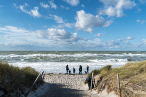 Baltic Sea, Fischland, Darß, Weststrand, coast at storm, stroller, family