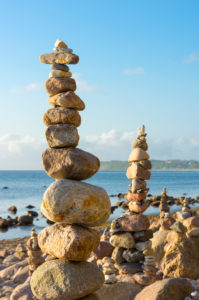 Ostsee, Rügen, Küste bei Sellin, Steinmännchen, Morgenstimmung, Symbolbild Balance