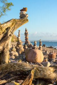 Ostsee, Rügen, Küste bei Sellin, Steinmännchen, Morgenstimmung