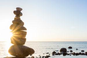 Ostsee, Rügen, Steinmännchen im Gegenlicht, Morgenstimmung