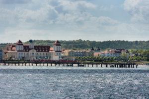 Rügen, Ostseebad Binz, Kurhaus, Seebrücke, Blick vom Wasser