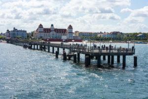 Ostsee, Seebad Binz, kurhaus und Seebrücke mit Dampferanlegestelle