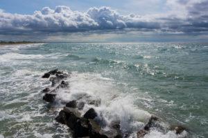 Ostsee, Fischland, Darss, Seebad Wustrow, Strand, Blick von der Seebrücke, Wellenbrecher, Gischt