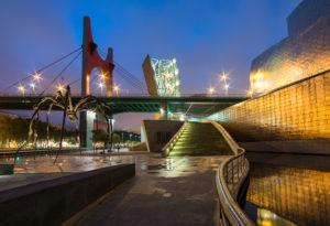 "Spanien, Bilbao, Guggenheim-Museum, Spinnen-Skulptur ""Maman"", Nachtaufnahme"