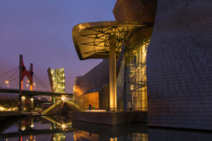 Spain, Bilbao, Guggenheim Museum, Rio Nervion, night shot