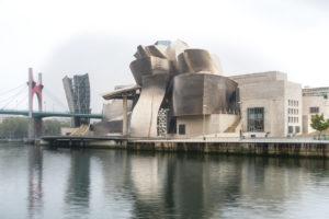 Spain, Bilbao, Guggenheim Museum, Rio Nervion