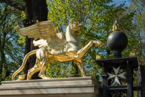 Berlin, Wannsee, Glienicke Palace, Johannitertor (Griffin Gate), gilded griffin figure