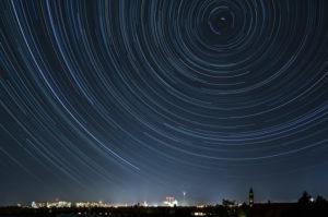 Berlin, Blick nach Norden, Startrails, Sternspuren, Langzeitbelichtung, Herbsthimmel
