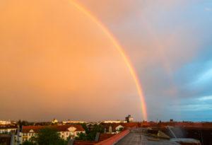 Berlin, Dachterrasse, Regenbogen und Nebenregenbogen