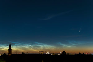 "Comet ""Neowise"" (C / 2020 F3) and glowing night clouds (NLC) over Berlin"