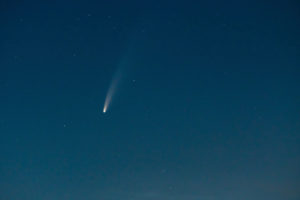 "Comet ""Neowise"" (C / 2020 F3) over Berlin, tail, coma"