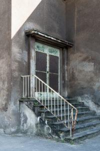 Duisburg, Landschaftspark Nord, ehemaliges Hüttenwerk, Schalthaus Ost, verwitterte Eingangstreppe