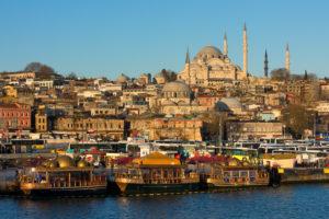 Türkei, Istanbul, Bosporus, Karaköy, Morgenstimmung, Blick zur Süleyman-Moschee, Schiffsanleger