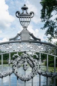 Mecklenburger Seenplatte, Schloss Mirow, Schlosspark, Brücke zur Liebesinsel, Detail