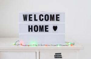 Schild, Leuchtkasten, welcome home, Lichterkette, Herz, Herzlich Willkommen,