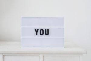 Schild, Leuchtkasten, 'you',