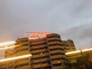 Coca-Cola, Reklame, Leuchtschrift, Berlin, Hochhaus
