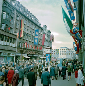 Traditional fair jewelery and hustle and bustle in the Petersstrasse in Leipzig at the Messehaus Petershof and the Filmbuehne Capitol
