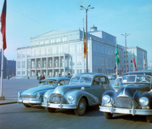 Around 1968 Leipzig at the time of the fair, contemporary traffic on Karl-Marx-Platz in front of the building of the Leipzig Opera House