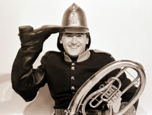 """The young pop singer Roland Neudert 1969 as fire chief in the well-known DFF entertainment program """"There is music in it"""" from the house of the cheerful muse in Leipzig"""
