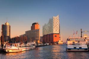 Elbphilharmonie bei Sonnenuntergang, HafenCity, Hamburg, Deutschland