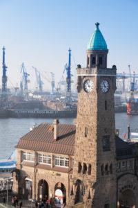 Landungsbrücken, Pegelturm, Schiffsbahnhof, Hamburg, Deutschland