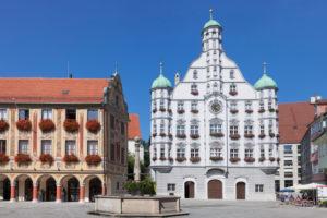 Rathaus mit Steuerhaus und Großzunft am Marktplatz von Memmingen, Unterallgäu, Schwaben, Bayern, Deutschland