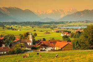 Blick von der Aidlinger Höhe über den Riegsee zum Wettersteingebirge, Oberbayern, Bayern, Deutschland