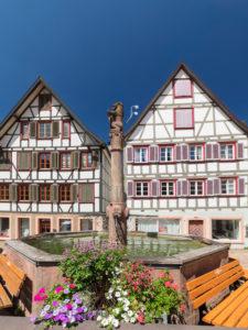 Brunnen am Marktplatz von Schiltach, Schwarzwald, Kinzigtal,  Baden-Württemberg, Deutschland