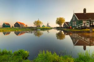 Freilichtmuseum Zaanse Schans bei Sonnenaufgang, Zaandam, Nordholland, Niederlande