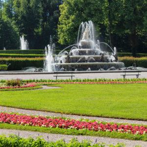 Brunnen im Park von Schloss Herrenchiemsee, Herreninsel im Chiemsee, Oberbayern, Deutschland