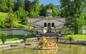 Wasserparterre mit Florabrunnen und Venustempel, Schloss Linderhof, Oberbayern, Bayern, Deutschland