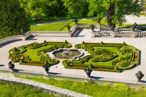 Schlosspark über der Treppenanlage, Schloss Linderhof, Ammergebirge, Oberbayern, Bayern, Deutschland
