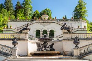 Brunnen an der Treppenanlage zum Venustempel, Schloss Linderhof, Oberbayern, Bayern, Deutschland