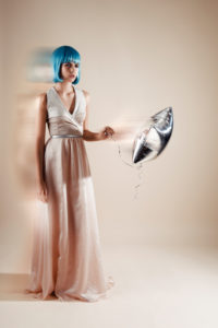 Fashion picture, short hairstyle, blue Bob hairstyle, hot-air balloon in the hand, playful, lighting effect