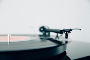 Luxuriöser Schallplattenspieler, Vinyl, perfekter Klang, Grundausstattung für Hipster und High Fidelity Liebhaber, riesiges Frequenz-Spektrum,