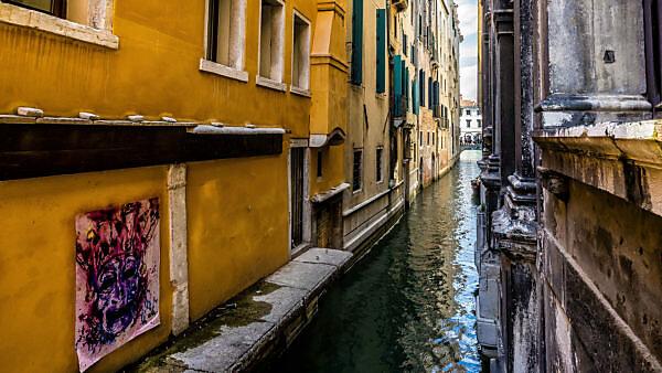 Stadtansicht mit Kanal, Venedig, Venetien, Italien