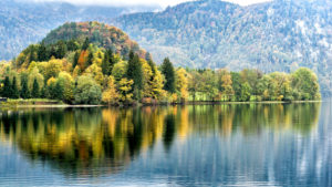View on Kochelsee in autumn, Kochel am See, district Bad Tölz, Upper Bavaria, Bavaria, Germany
