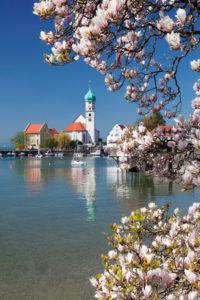 Peninsula Wasserburg with church St. Georg and Wasserburg castle, Lake Constance, Swabia, Bavaria, Germany
