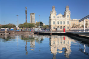 Port Vell mit Rambla del Mar und Kolumbussäule, Monument a Colom, Barcelona, Katalonien, Spanien