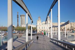 Port Vell mit Rambla del Mar, Hochhaus Edificio Colon und Kolumbussäule, Monument a Colom, Barcelona, Katalonien, Spanien